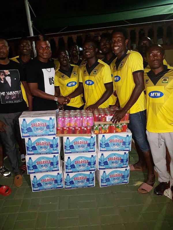 Philanthropic Rashid Sumaila donates to Asante Kotoko ahead of Techiman City clash