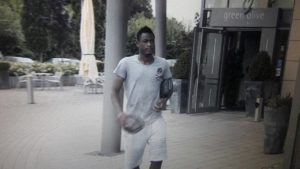 Video: The moment a young Schalke 04 fan met Baba Rahman