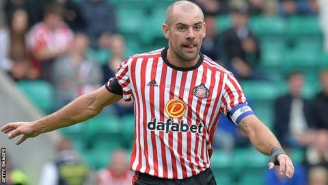 Sunderland suspend Gibson after charge