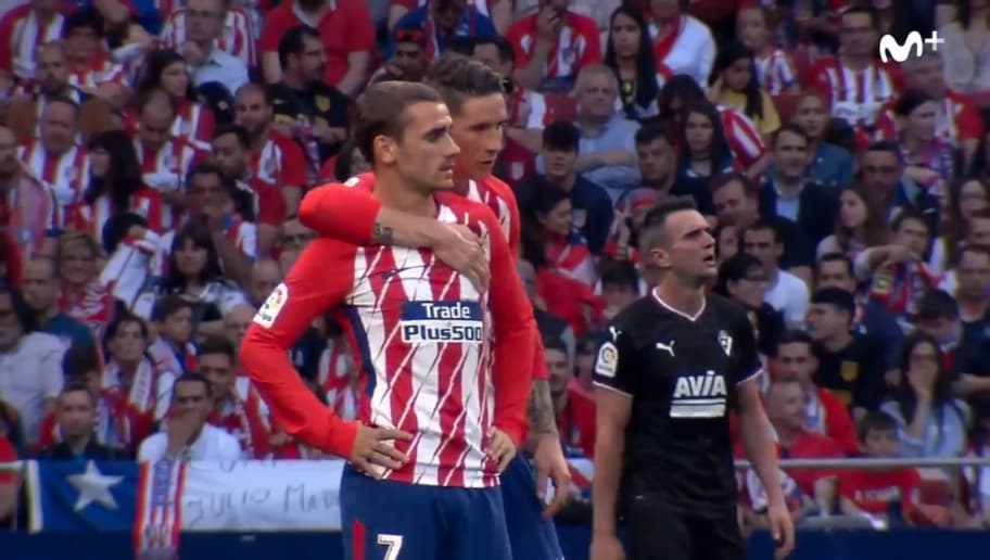 WATCH: What Fernando Torres Told Antoine Griezmann as Barça Target Was Booed by Home Crowd