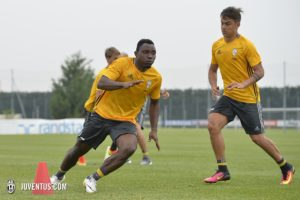 Kwadwo Asamoah faces competition from Alex Sandro in Juve's starting eleven for Barca clash