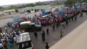 VIDEO: Watch how Police in Kumasi how to stop irate Kotoko fans from attacking team after Dwarfs draw
