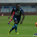 Michael Essien plays in Persib Bandung's 1-0 win over Gresik United in Indonesia top-flight