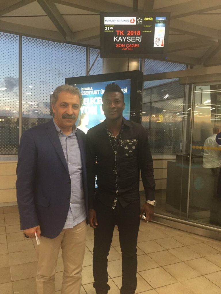 PHOTOS: Asamoah Gyan receives massive welcome from Kayserispor fans