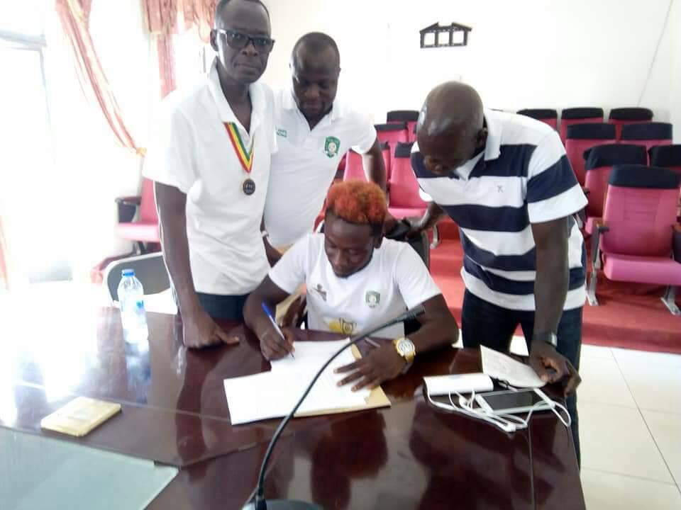 Aduana Stars midfielder Elvis Opoku signs a three year contract extension