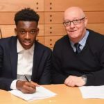 Hudson-Odoi signs professional contract with Chelsea FC