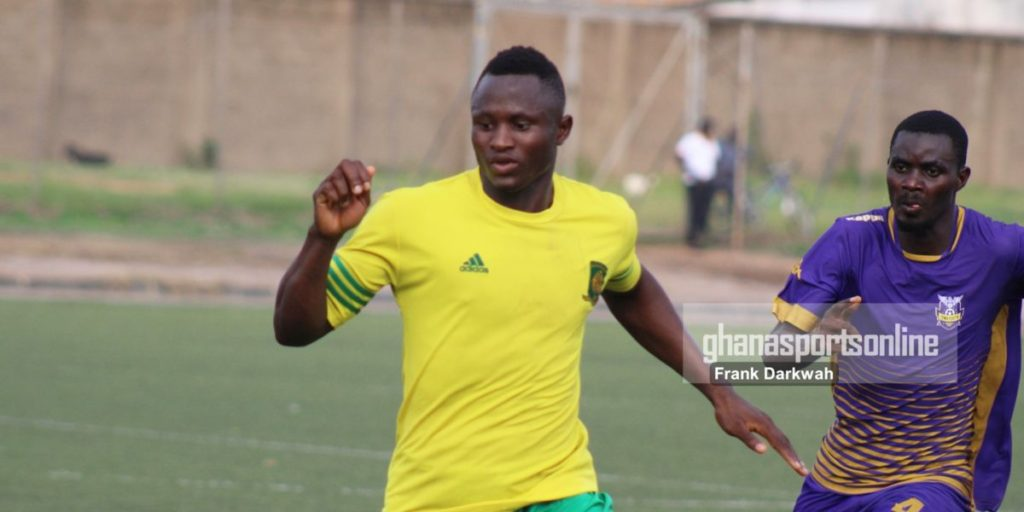 Dwarfs forward Thomas Esso in the capital to complete move to Hearts