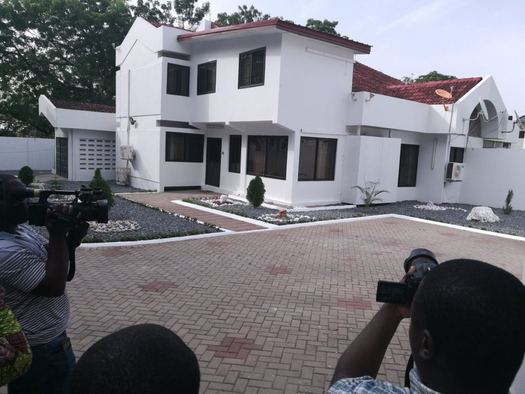 Sports Ministry presents 3-bedroom house to Kwesi Appiah [PICTURES]