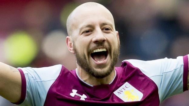 Alan Hutton: Aston Villa right-back signs new contract