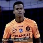 FIORENTINA approaching Toulouse goalie Alban LAFONT
