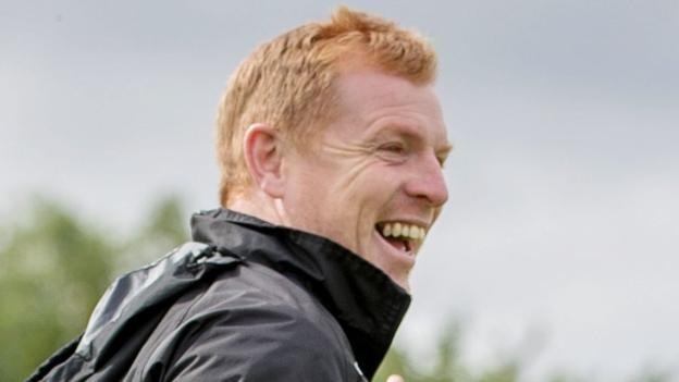 Lennon's mobile phone ban gives Hibs players break from social media
