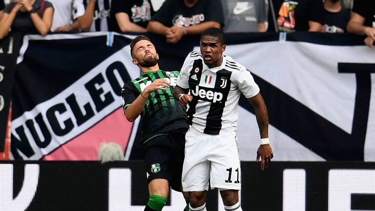 Juventus to fine winger Douglas Costa for spitting incident - Max Allegri