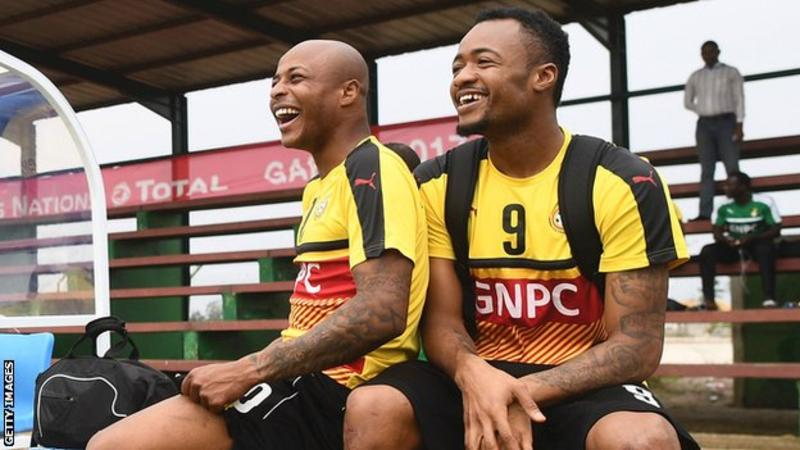 Video: Ayew brothers blocked from leaving bar by fans