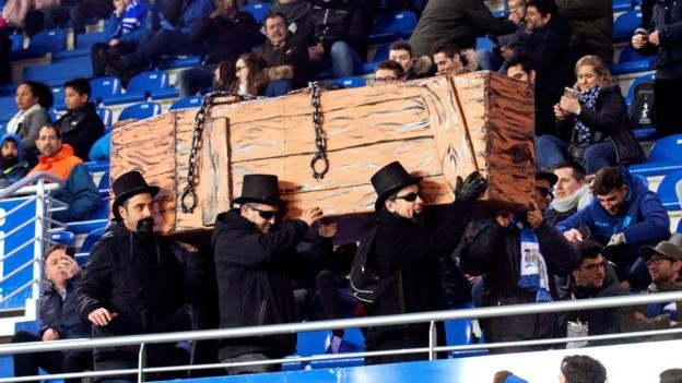 Alaves fans hold mock funeral in protest against TV rescheduling