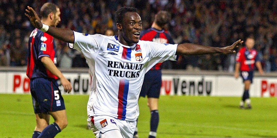 Lyon's Ghanaian midfielder Michael Essien celebrates after scoring a goal during the French first league football match