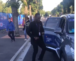 Michael Essien shows off dance moves on the street of France [VIDEO]