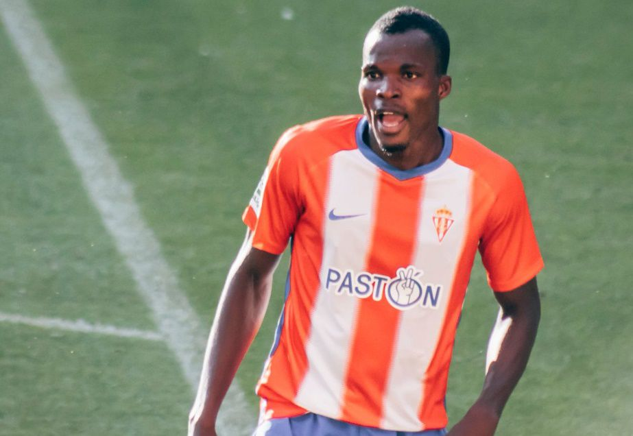 Isaac Coffie applauds Sporting Gijon fans for their support throughout 2018/2019 season