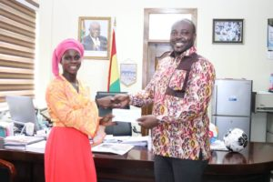 Sports Minister present Mukarama Abdulai with a cheque of Gh¢30,000 for her performance at U-17 World Cup