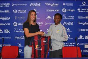 Extramendura UD Feminine sign Black Queens midfielder Lily Lawrence