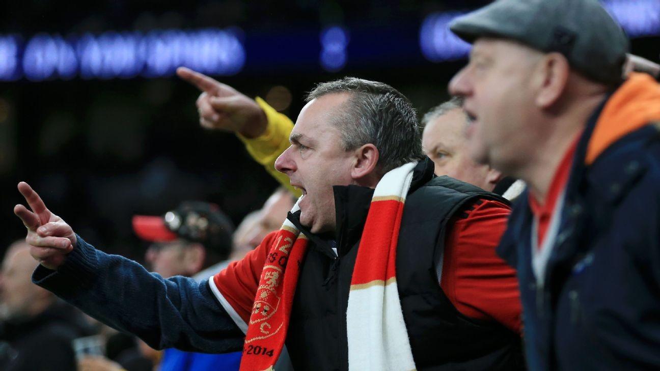 Tottenham fans cheer Sheffield United supporters' voiced VAR gripes