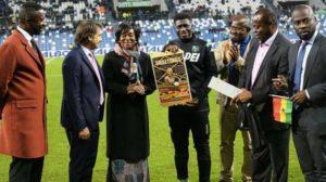 Ghana's Ambassador to Italy awards Sassuolo midfielder Alfred Duncan