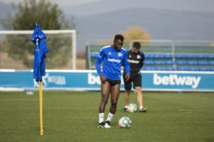 Wakaso starts training following successful surgery on fractured hand