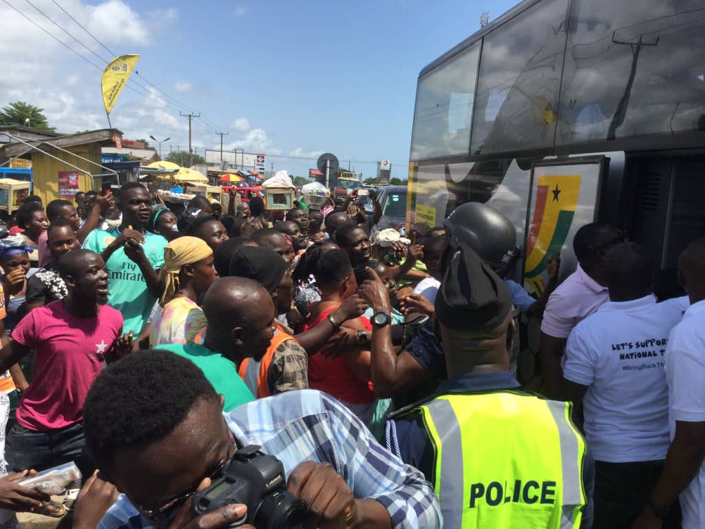 EXCLUSIVE PICX: Black Stars mobbed by ecstatic fans at Winneba, Mankessim as team moves camp to Cape Coast