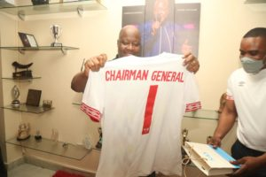 VIDEO: Kwame Sefa Kayi ecstatic after receiving replica jersey from Hearts