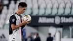 Maurizio Sarri Hails 'Champion' Cristiano Ronaldo After Crucial Atalanta Brace