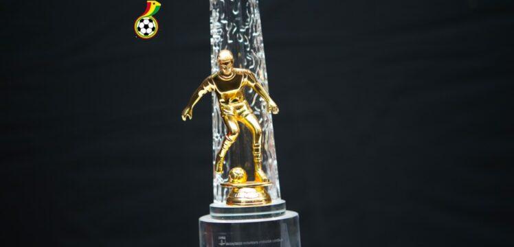 Henrik Lehm donates Coach of the Month award to Cedar Stars