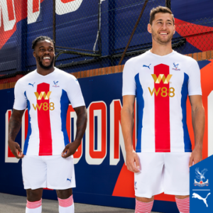 VIDEO: Jeffrey Schlupp models in Crystal Palace new kits for 2020/21 season