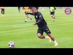 Great ball skills! Douglas Costa's First Training at FC Bayern