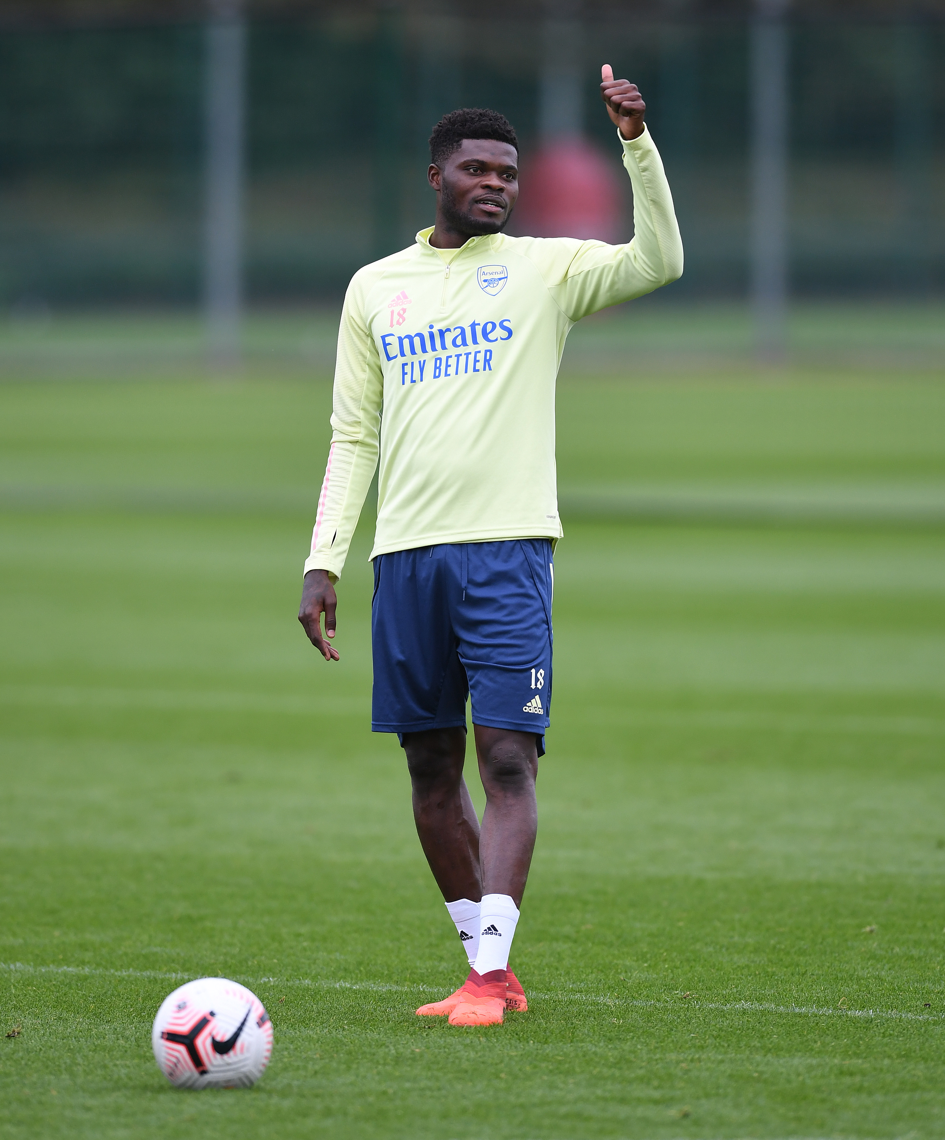 PITCURES: Partey trains with Arsenal ahead of Manchester City clash