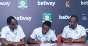 Joseph Addo signs new contract with Aduana Stars