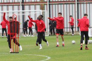Ghana winger Edwin Gyasi trains with Samsunspor teammates forTuzlaspor tie