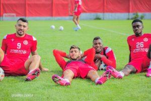 Emmanuel Boateng joins Hapoel Tel Aviv teammates to train after completing mandatory quarantine