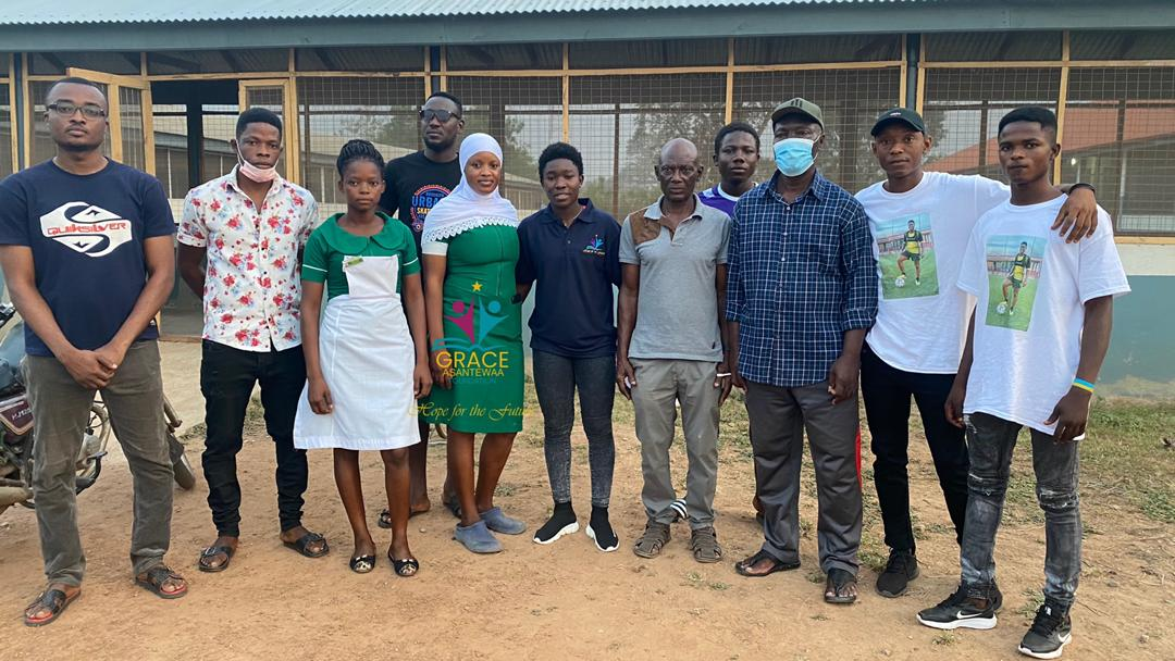Ghana midfielder Grace Asantewaa makes donation to Atebubu Government Hospital