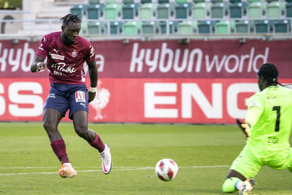 Grejohn Kyei scores for Servette against St. Gallen