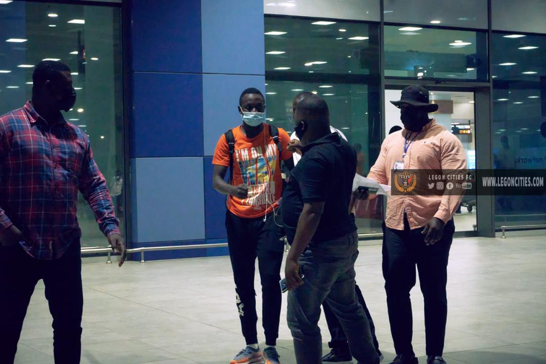 Nigerien striker Victorien Adebayor arrives in Ghana to complete Legon Cities loan move