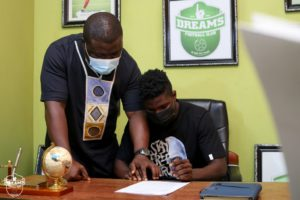 OFFICIAL: Youngster Baki Mohammed signs professional contract with Dreams FC