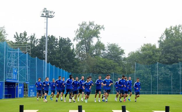 Ghanaian striker Samuel Obeng returns to Real Oviedo training after missing Tuesday's session