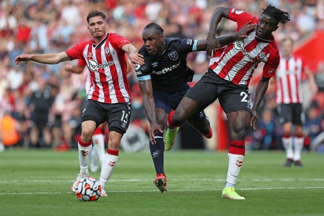 Southampton manager heaps praise on strong Ghanaian defender Mohammed Salisu